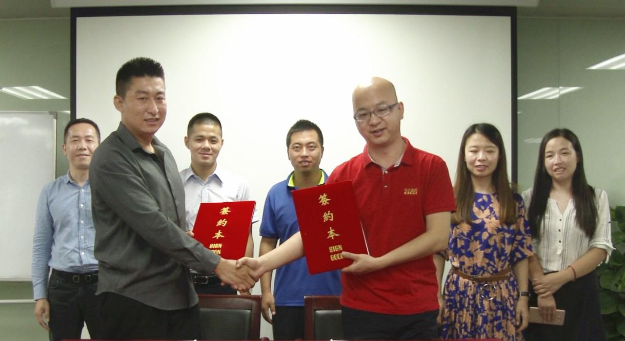 尊贵赛鸽领导与华大签约信鸽基因检测